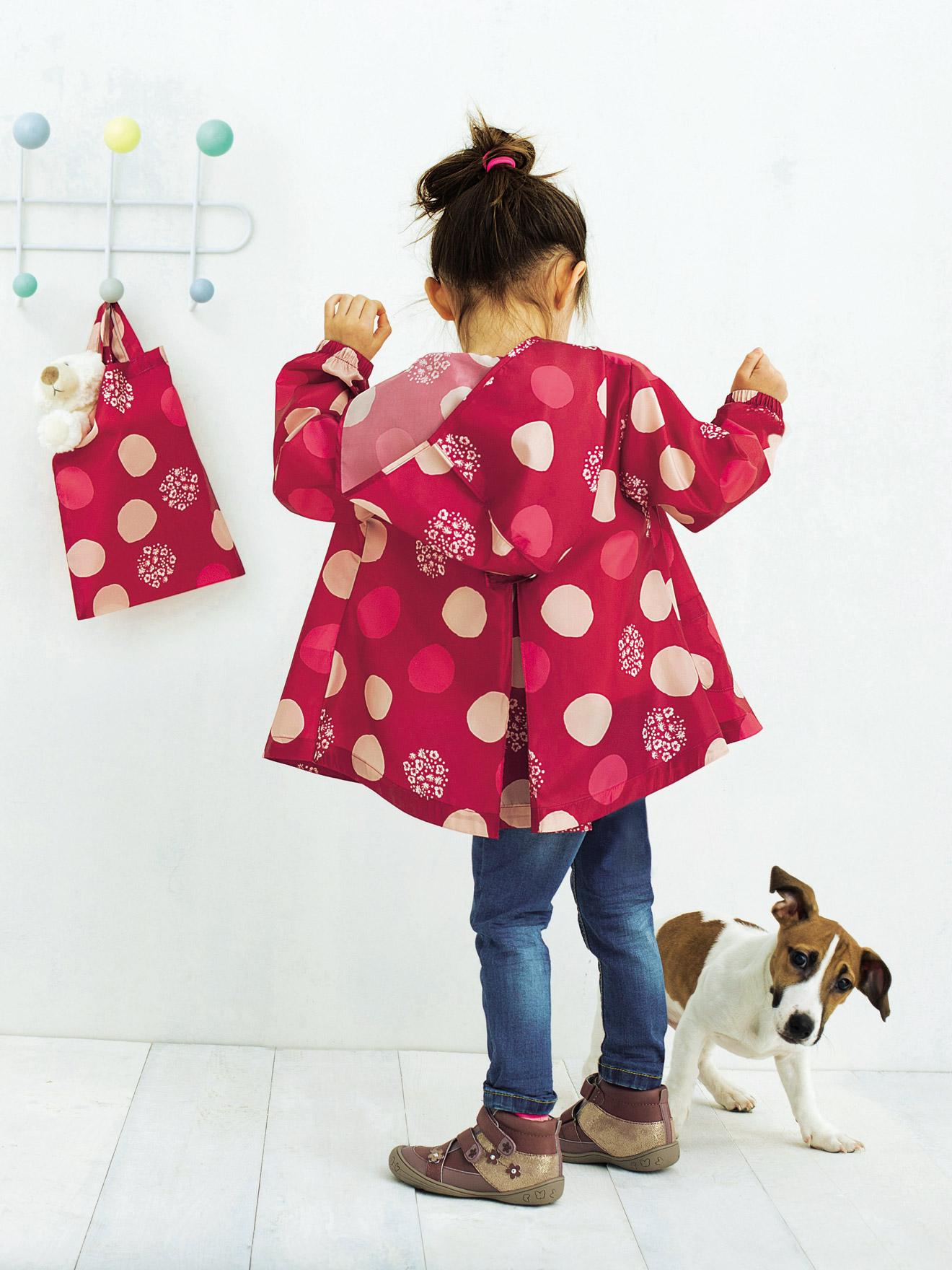 Regenjacken für Mädchen bieten Schutz vor Nässe und Kälte und sehen gleichzeitig schön aus